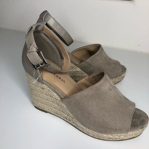 Tan Wedges brand new!
